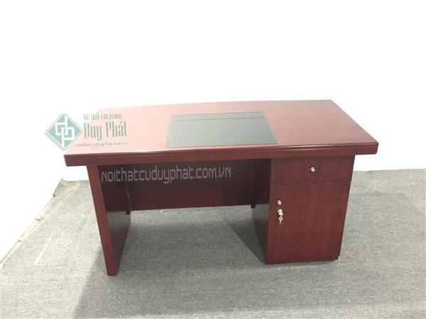 Phần sau của chiếc bàn có hộc tủ với ngăn khóa đảm bảo sự an toàn cũng như thoải mái khi đựng đồ cá nhân1
