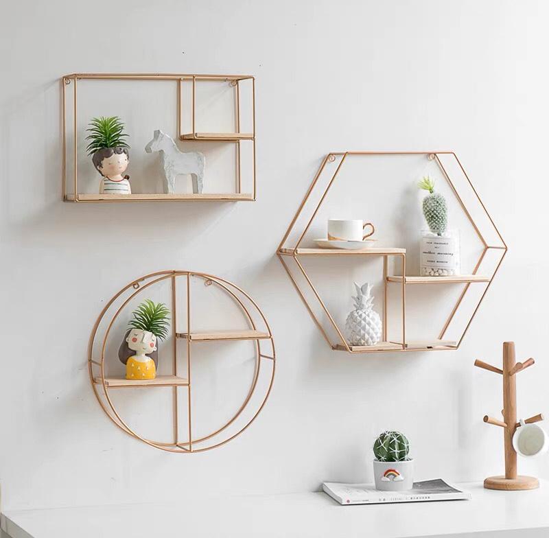 Kệ sách treo tường tiết kiệm diện tích tối đa không gian gia đình bạn