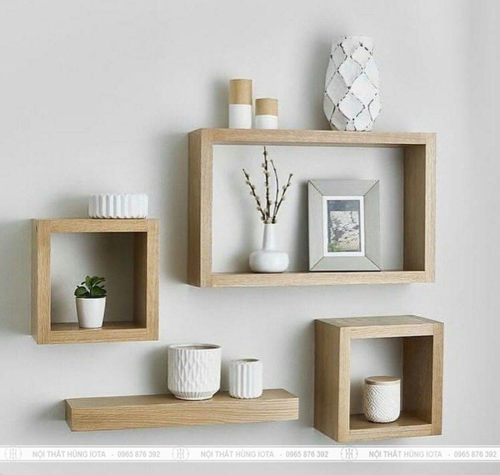 Kệ gỗ treo tường phòng khách tinh tế