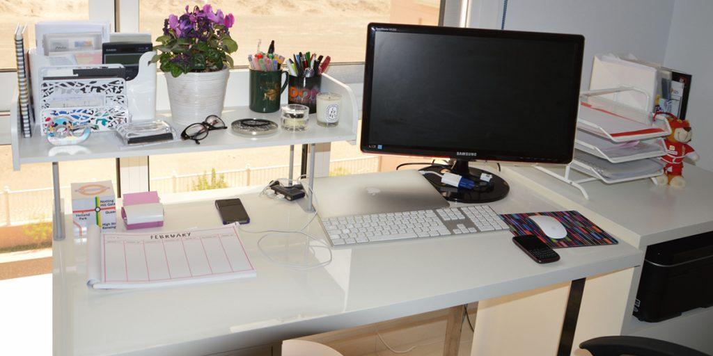 Sức hút của kệ trang trí đối với không gian bàn làm việc